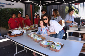 Harper Smith Celebrity Friends Volunteer at Feeding America's Summer Hunger Awareness Event at Para Los Ninos in Los Angeles