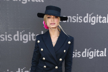 Havana Brown Celebrities Attend Oaks Day