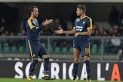 Hellas Verona's Italian forward Giampaolo Pazzini (L)  celebrates with Hellas Verona's Italian forward Alessio Cerci after scoring a penalty kick during the Italian Serie A football match Hellas Verona FC vs Inter Milan at the Bentegodi stadium in Verona on October 30, 2017. / AFP PHOTO / MIGUEL MEDINA