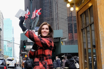 Hilary Rhoda Model Hilary Rhoda Surprises New Yorkers With Westin's 'Holiday After the Holiday' On The Busiest Travel Day Of The Year