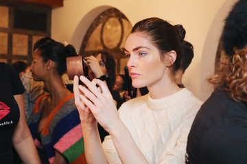 Hilary Rhoda Dennis Basso - Backstage - February 2018 - New York Fashion Week