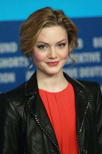 Holliday Grainger - Wallpaper Gallery