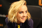 'The Hunger Games: Catching Fire' cast member Jena Malone meets fans on November 5, 2013 at Mall of America in Bloomington, Minnesota.