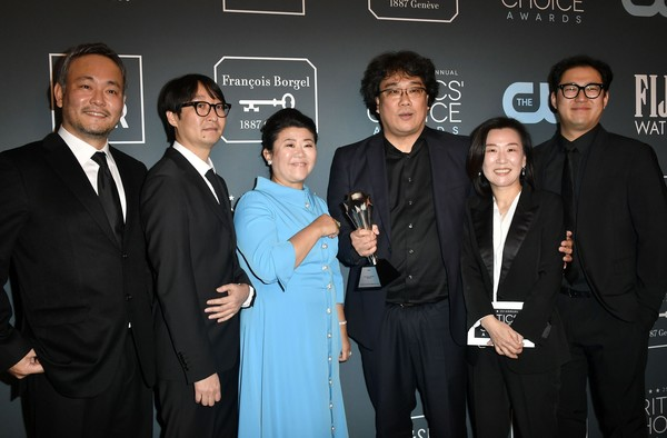 25th Annual Critics' Choice Awards - Press Room [parasite,event,premiere,white-collar worker,suit,cast,crew,critics choice awards,room,santa monica,california,barker hangar,bong joon-ho,kang-ho song,lee ha jung,lee jeong-eun,parasite,han jin-won,kwak sin-ae,film director,actor,academy awards]
