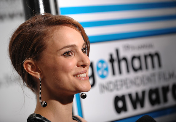 natalie portman haircut 2010. Actress Natalie Portman attends IFP's 19th Annual Gotham Independent Film
