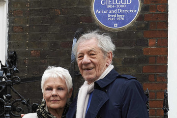 Ian McKellen British Actors Judi Dench and Ian McKellen Unveil an Heritage Blue Plaque to Commemorate Sir John Gielgud in London