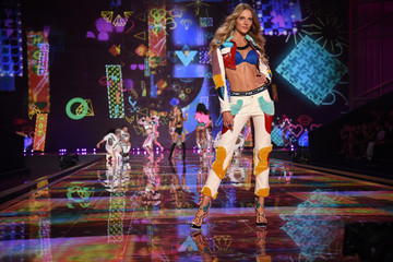 Ieva Laguna Victoria's Secret Fashion Show