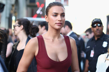"Irina Shayk Premiere Of Paramount Pictures' ""Hercules"" - Red Carpet"