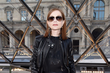 Isabelle Huppert Louis Vuitton: Front Row  - Paris Fashion Week Womenswear Fall/Winter 2017/2018