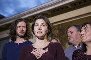Amanda Knox speaks to the media during a brief press conference in front of her parents' home March 27, 2015 in Seattle, Washington. Knox and Raffaele Sollecito have been acquitted by Italy's highest court in the murder of British student Meredith Kercher, who was killed in her bedroom on November 1, 2007 in Perugia. Standing with Knox are her fiance Colin Sutherland (L) and mother, Edda Mellas (R).