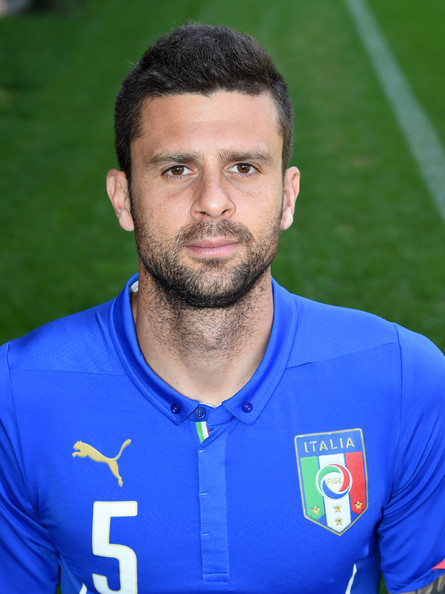 Thiago Motta earned a 2.5 million dollar salary, leaving the net worth at 7.48 million in 2017