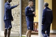 (L-R) Mario Balotelli and Stephan El Shaarawy talk with Doctor Enrico Castellacci during a training session at Coverciano on March 24, 2013 in Florence, Italy.