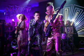 Jack Lawless Sir Rod Stewart and DNCE Perform from Las Vegas for the 2017 VMAs