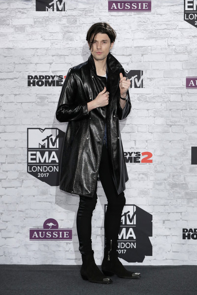 5e6b90bb781 James Bay Photos Photos - MTV EMAs 2017 - Winners Room - Zimbio