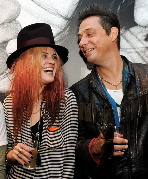 Alison mosshart is dating 10
