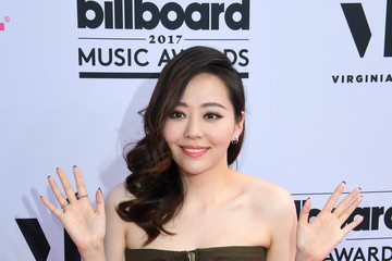 Jane Zhang 2017 Billboard Music Awards - Magenta Carpet
