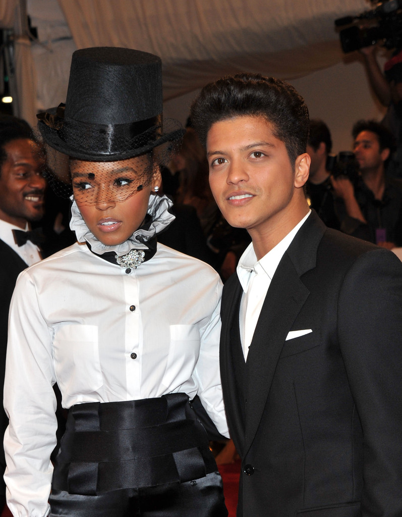 ... Bruno Mars, Bruno Mars Dating, Who Is Bruno Mars Dating, Bruno Mars
