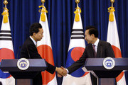 Japanese Prime Minister Yukio Hatoyama (L) and South Korean President Lee Myung-Bak (R) shake hands during the joint press conference at the presidential Blue House on October 9, 2009 in Seoul, South Korea. Hatoyama is in South Korea ahead of visiting China for talks on upholding international sanctions against North Korea.