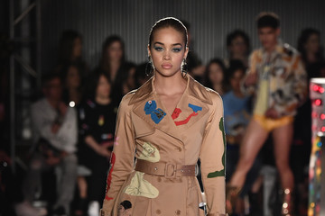 Jasmine Sanders Moschino Spring/Summer 18 Menswear and Women's Resort Collection - Runway