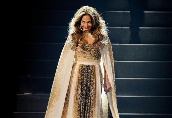 Фото Jennifer Lopez на сцене American Music Awards 2011.