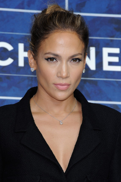 http://www1.pictures.zimbio.com/gi/Jennifer+Lopez+Chanel+Photocall+Paris+Fashion+-sX3aFPUBbnl.jpg