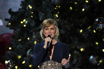 Jennifer Nettles CMA 2014 Country Christmas