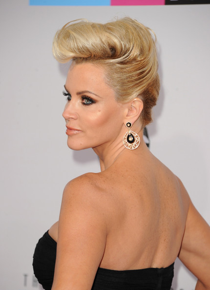 Jenny McCarthy - The 40th American Music Awards - Arrivals