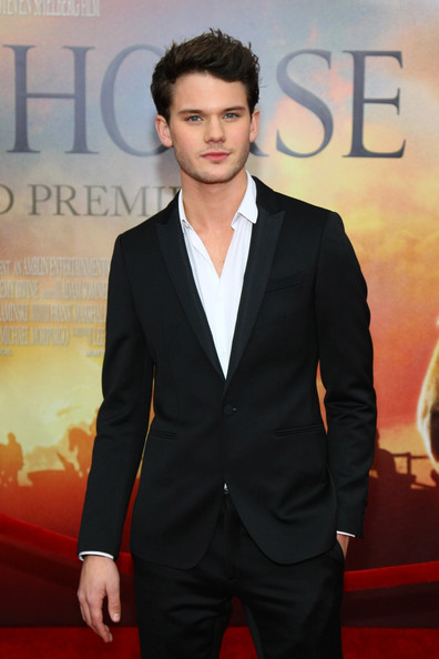 Jeremy irvine actor jeremy irvine attends the war horse world