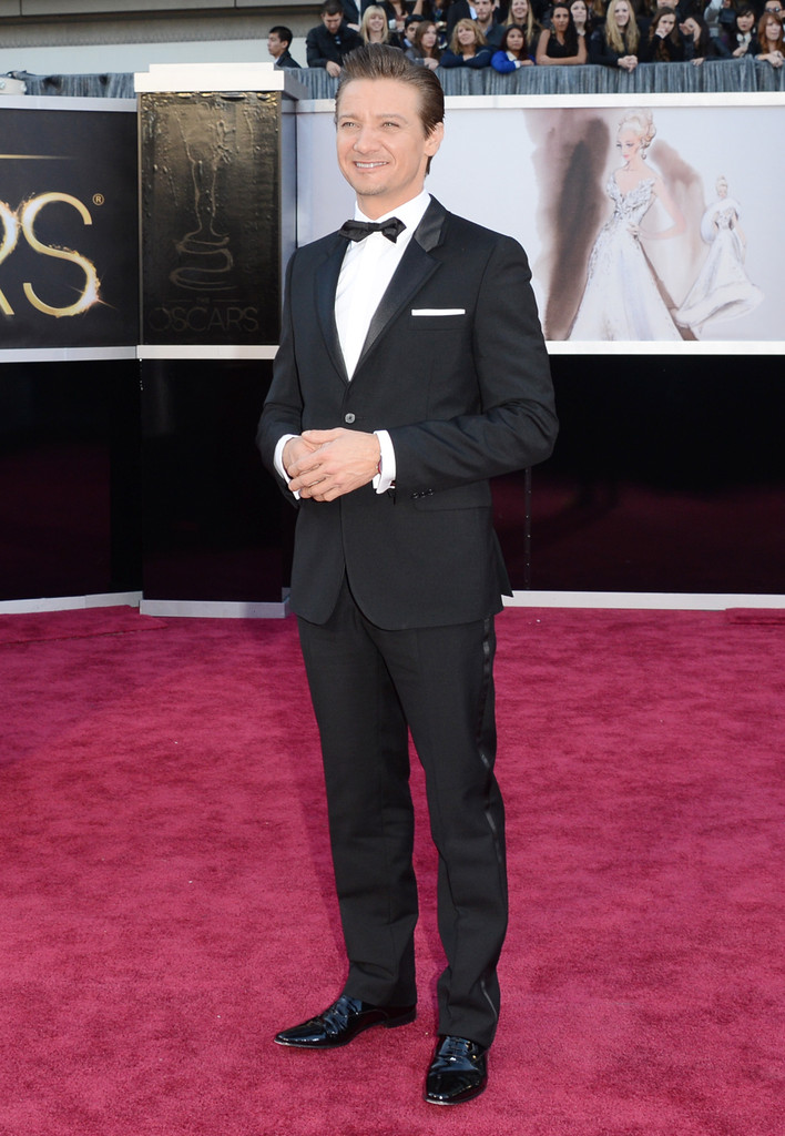 http://www1.pictures.zimbio.com/gi/Jeremy+Renner+85th+Annual+Academy+Awards+Arrivals+uTmyXHpIS_Ix.jpg