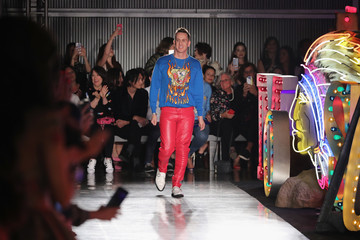 Jeremy Scott Moschino Spring/Summer 18 Menswear and Women's Resort Collection - Runway