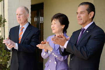 Jerry Brown Antonio Villaraigosa Park Geun-hye Attends a Luncheon an Los Angeles