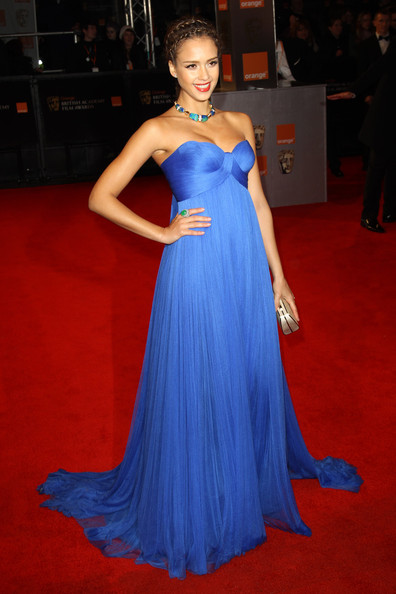 Jessica Alba at academy awards 2011 and video