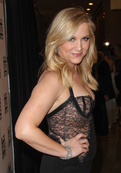 http://www1.pictures.zimbio.com/gi/Jessica+Capshaw+63rd+Annual+ACE+Eddie+Awards+KZZuJfl44Ell.jpg