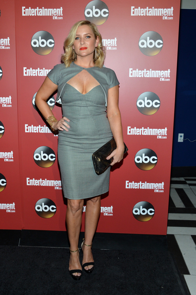 http://www1.pictures.zimbio.com/gi/Jessica+Capshaw+Celebs+Attend+Upfronts+Party+lhFENC90Kf-x.jpg