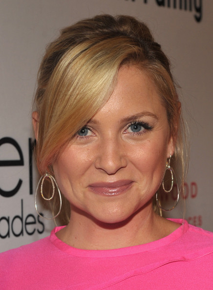 http://www1.pictures.zimbio.com/gi/Jessica+Capshaw+Elyse+Walker+Presents+Pink+sX_870R_B4Ul.jpg