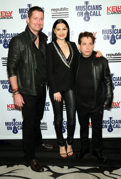 Musicians On Call Celebrates Its 15th Anniversary Honoring Kelly Clarkson And EVP Of Republic Records, Charlie Walk []