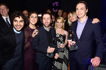 Jim Parsons Mayim Bialik People's Choice Awards 2016 - Backstage and Audience