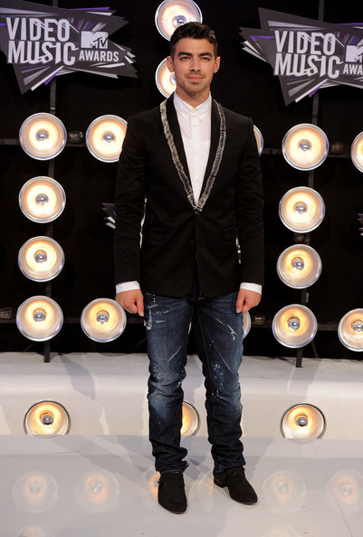 Joe Jonas - 2011 MTV Video Music Awards - Arrivals