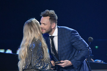 Joel McHale 2018 CMT Music Awards - Show
