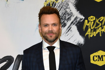 Joel McHale 2018 CMT Music Awards - Red Carpet