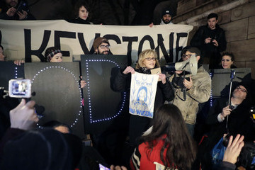 John Fox Jane Fonda Attends a Rally to Protest Donald Trump's Executive Orders on the Keystone XL and Dakota Access Pipelines Project