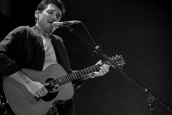 John Mayer In Concert - New York City [string instrument,musician,guitar,guitarist,music,musical instrument,performance,entertainment,plucked string instruments,image,new york,madison square garden,john mayer in concert,john mayer]