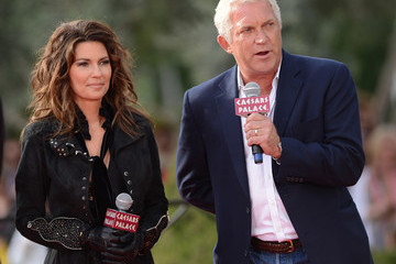 John Meglen Las Vegas Strip Closes As Horse Stampede Welcomes Shania Twain's Arrival To The Colosseum At Caesars Palace