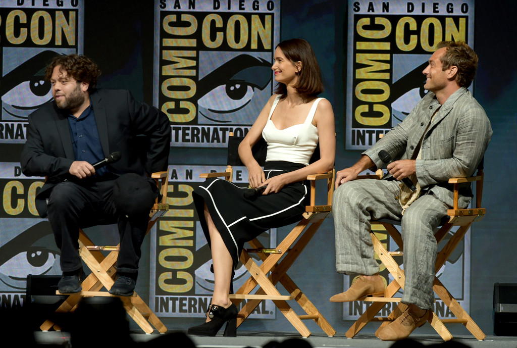 http://www1.pictures.zimbio.com/gi/Jude+Law+Comic+Con+International+2018+Warner+aWp2gJYDxzwx.jpg