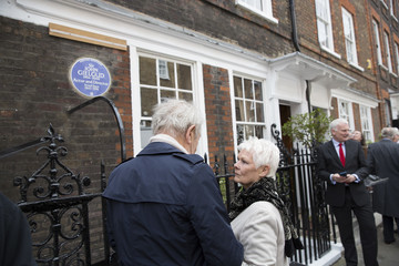 Judi Dench Sir John Gielgud Receives English Heritage Blue Plaque