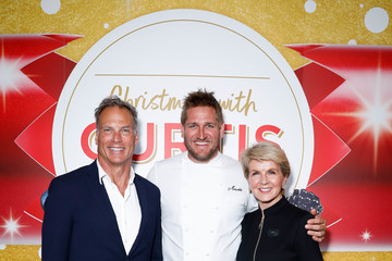 Julie Bishop Curtis Stone Unveils Coles' Christmas Stone