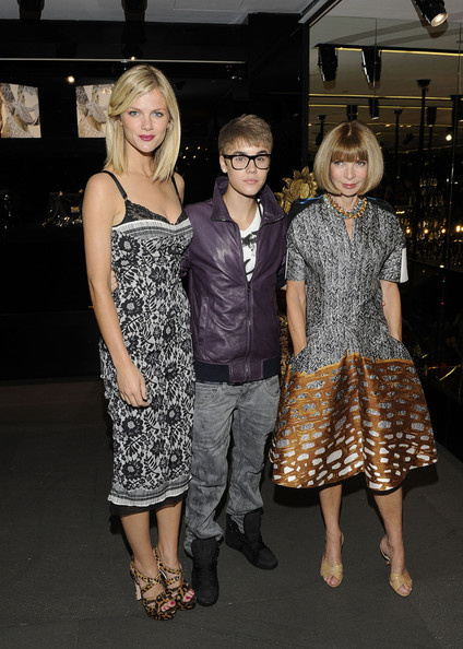 Justin Bieber Brooklyn Decker, Justin Bieber and Anna Wintour attend the Dolce & Gabbana Boutique on September 8, 2011 in New York City.