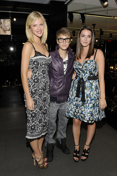 Justin Bieber (L-R) Brooklyn Decker, Justin Bieber and Bee Shaffer attend the Dolce & Gabbana Boutique on September 8, 2011 in New York City.
