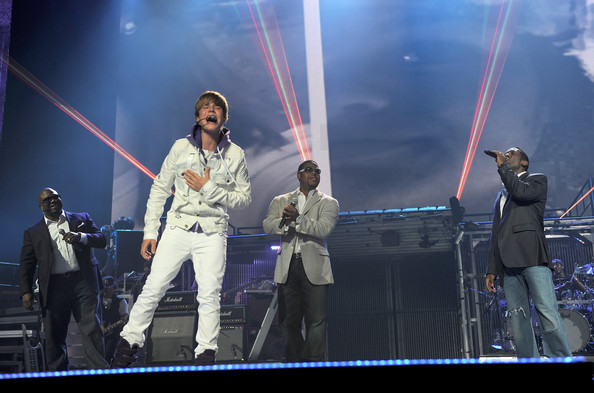 Justin Bieber Justin Bieber and members of Boyz II Men perform at Madison Square Garden on August 31, 2010 in New York City.