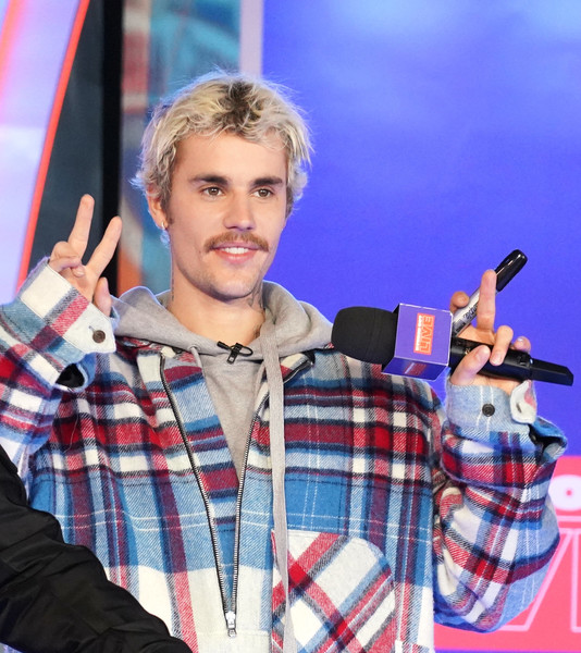 "Justin Bieber Storms MTV's ""Fresh Out Live"" and Makes a Superfan's Dreams Come True"